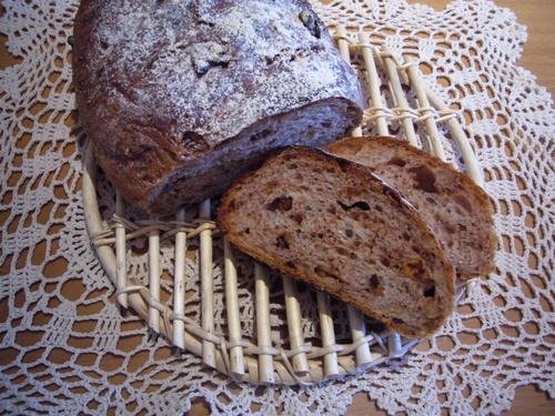 イチジクとクルミのライ麦パン